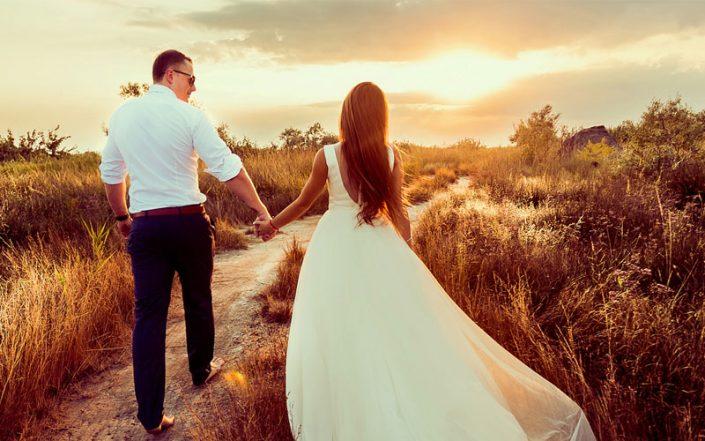 Se en del af udvalget i vores brudekjole butik