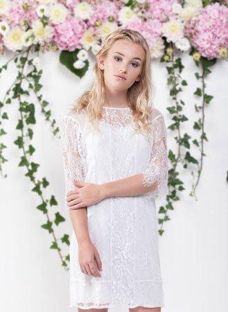 77541568a394 Hjemmesiden vil løbende blive opdateret med billeder af de kjoler vi har i  butikken. Vi håber at vi ved indgangen til 2018 har alle gallerier  opdateret